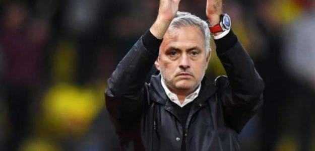 José Mourinho recibe una impresionante doble oferta de China (EFE)