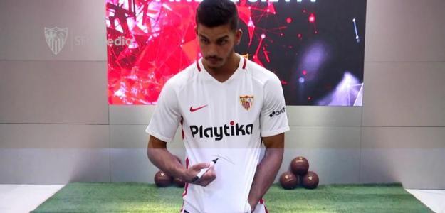 André Silva en su presentación con el Sevilla. Foto: Youtube.com