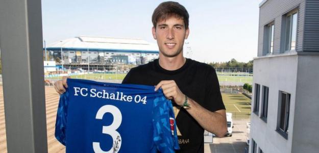 Miranda en su presentación con el Schalke. / fichajes.net