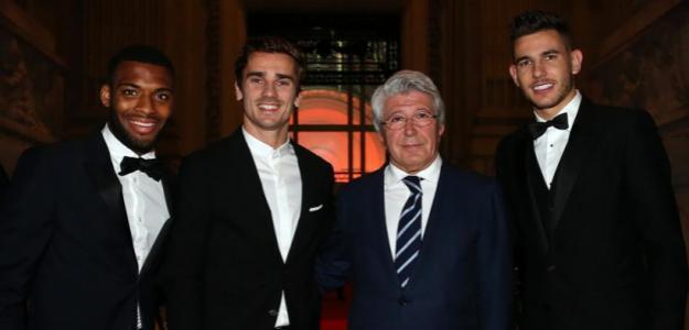 Enrique Cerezo posa con Lemar, Griezmann y Lucas / Atlético de Madrid