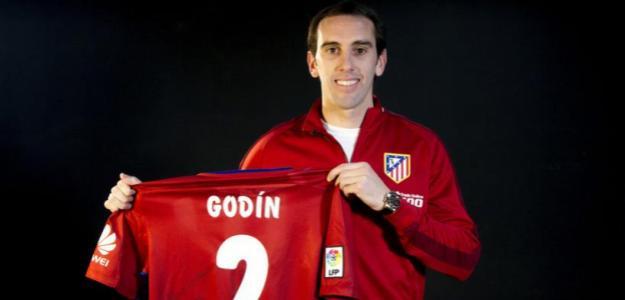Diego Godín tiene opciones de salir en verano / Atlético
