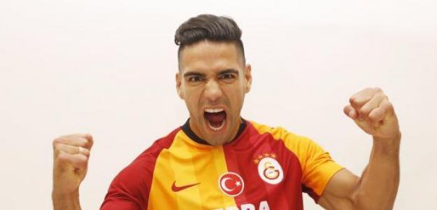Falcao en sus primeros momentos con el Galatasaray. / goldevestuario.com