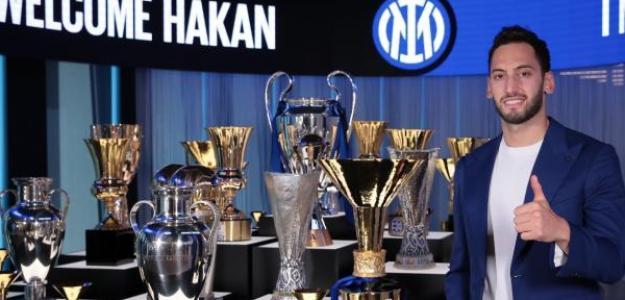 OFICIAL: Hakan Calhagonlu, nuevo fichaje del Inter de Milán