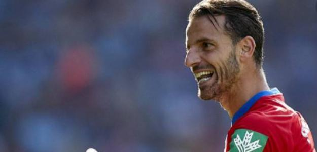 """OFICIAL: Roberto Soldado, nuevo futbolista del Levante UD """"Foto: Diario de Granada"""""""