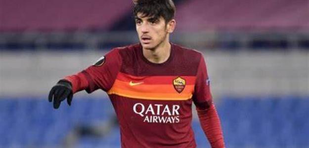 El Barça pone sus ojos sobre un centrocampista de la Roma. Foto: momentidicalcio.com
