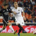 El Real Betis Balompié quiere a Uros Racic del Valencia / Marca