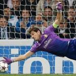 Casillas, con el conjunto blanco (Real Madrid)