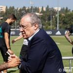 Ceballos, Isco y Marcelo, con Florentino Pérez (Real Madrid)