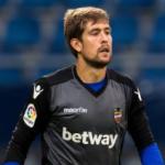 """""""Betis y Sevilla pasan la primera criba por Aitor Fernández. Foto: Getty Images"""""""