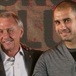 Pep Guardiola posa junto a Johan Cruyff