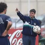 Los futbolistas y entrenadores que cambiaron de bando en Sevilla | AS