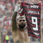 Gabigol celebrando su segundo gol en la final de la Libertadores. / rt.com