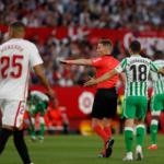 """Luces y muchas sombras con el árbitro del derbi """"Foto: Marca"""""""