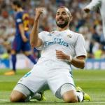 Karim Benzema celebrando un gol con la camiseta blanca. Foto: RealMadrid.com