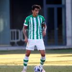 "Luis Martínez derriba la puerta del primer equipo del Betis ""Foto: Twitter"""