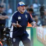 Maradona durante el partido del domingo. / milenio.com