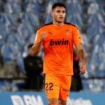 Maxi Gómez no levanta cabeza en el Valencia / Besoccer.com