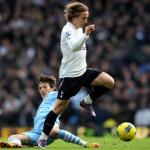Luka Modric se zafa de David Silva/lainformacion.com/Getty Images