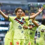 Sebastián Córdova celebrando un gol con América. / lospleyers.com