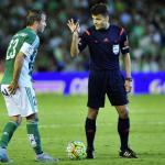 La surrealista cláusula que tenía Van der Vaart en el Real Betis. Foto: Estadio Deportivo